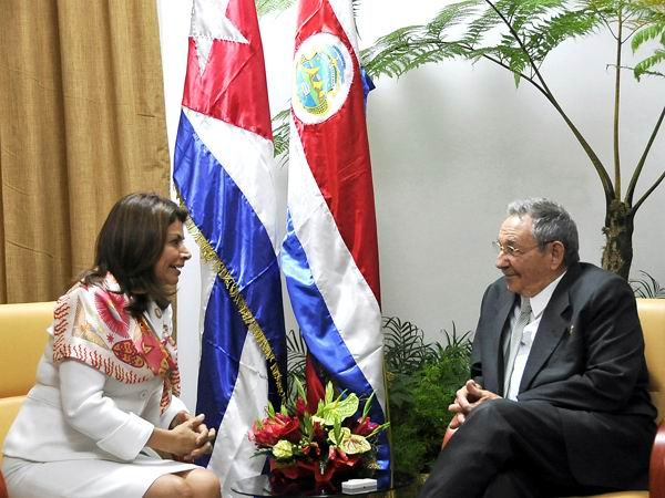 Recibió Raúl a Laura Chinchilla Miranda, presidenta de Costa Rica.Foto: Estudios Revolución