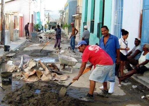 Impulso a la reparación de viviendas durante el Meteoro. Foto: Carlos Sanabia