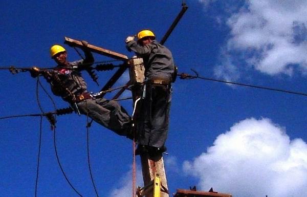 Informa la Empresa Eléctrica y ETECSA en La Habana sobre el restablecimiento de los servicios (+Audios)