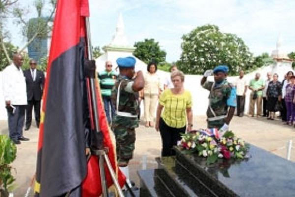 Ministra cubana rinde honores a internacionalista Argüelles