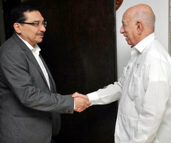 Cuban Communist Party leader receives Secretary General of the FMLN