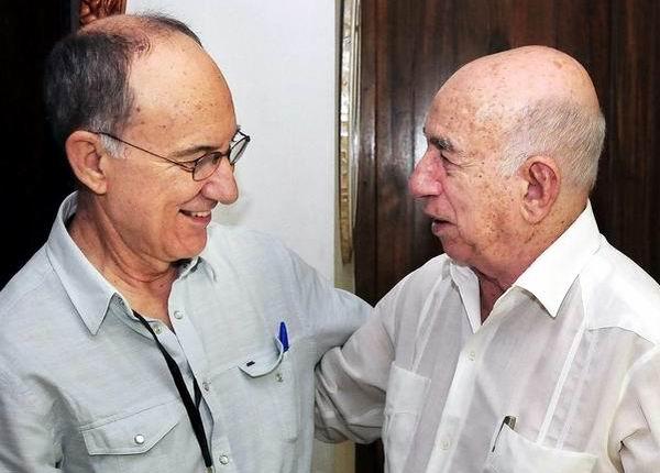 Jos� Ram�n Machado Ventura (D), Segundo Secretario del Comit� Central del Partido Comunista de Cuba  y Vicepresidente de los Consejos de Estado y de Ministros, recibe a Rui Falc�o, Presidente del Partido de los Trabajadores (PT) de Brasil, en La Habana, el 29 de abril de 2013. Foto: Jorge Luis Gonz�lez.
