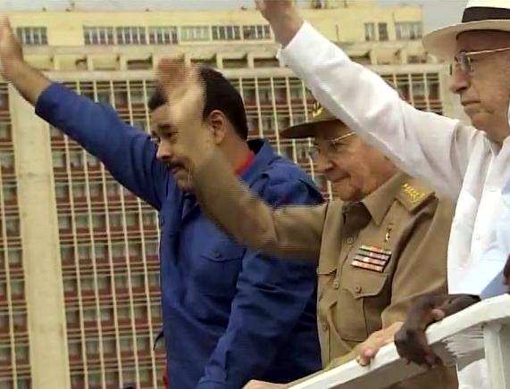 Preside Raúl Castro desfile central por el 1ro de mayo en Cuba