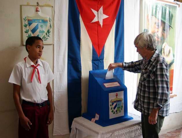 El humorista yumurino Manuel Hernández, Premio Nacional de Periodismo José Martí declar´que las elecciones son una aprobación tácita de los cubanos a su revolución. Foto José Miguel Solís