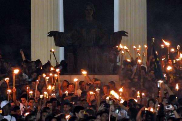 Cientos de antorchas empuñarán los jóvenes en homenaje a Martí