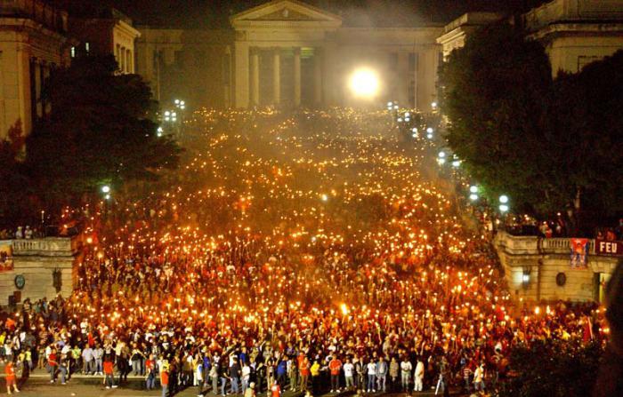 Una marcha de luz que ilumina a Cuba