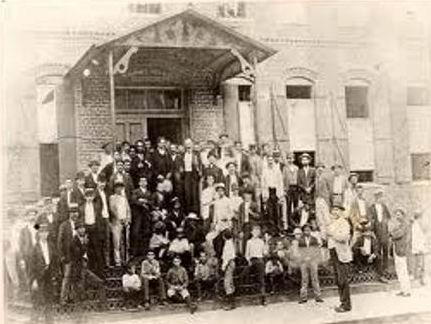 A los tabaqueros acude José Martí para organizar la independencia de la Patria.