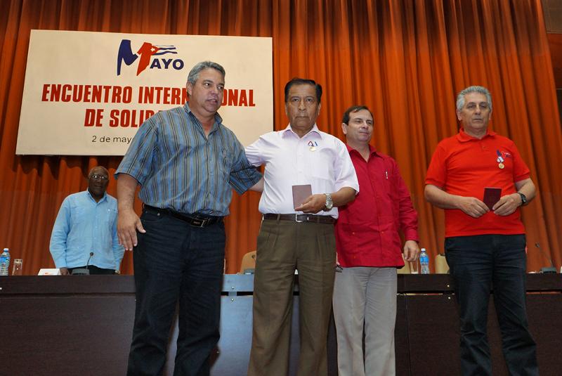 Cuba reconoce a dirigentes sindicales mundiales con Medalla de la Amistad