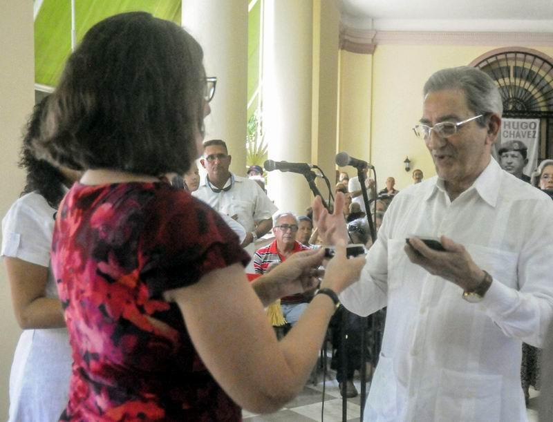 Confieren medalla aniversario 50 de la Misi�n de Puerto Rico en Cuba