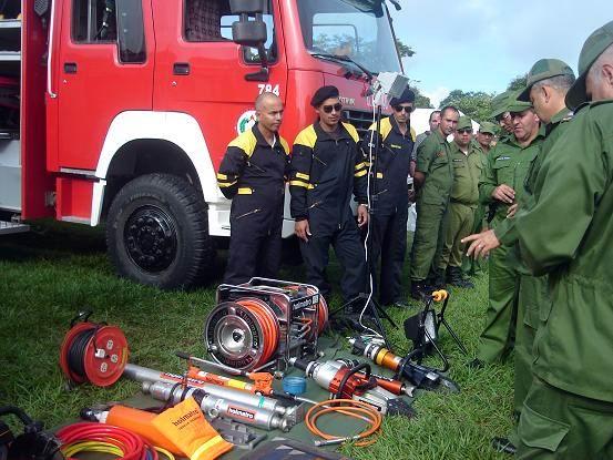 Servicios de los bomberos en la ciudad de Holguín durante el Meteoro 2014. Foto: Aroldo García