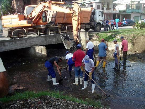 Limpieza del Rio Jigüe en la ciudad de Holguín. Foto: Aroldo García