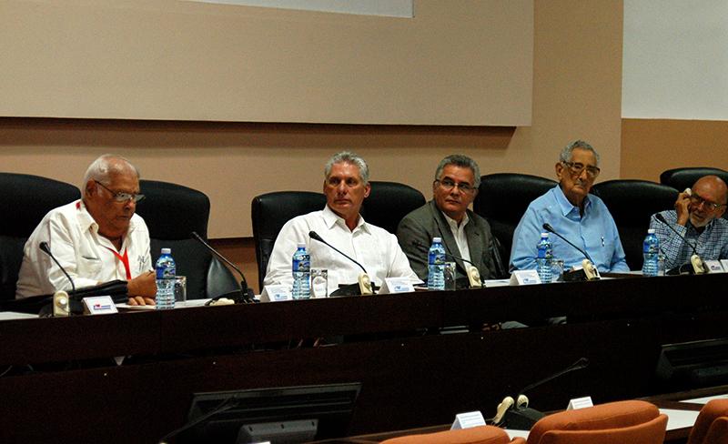 Preside Díaz-Canel clausura del Simposio sobre la Revolución cubana (Fotos)