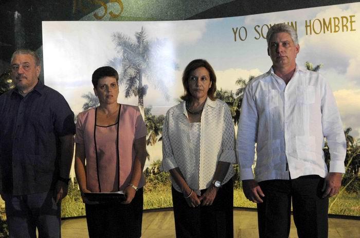Asiste D�az-Canel a entrega de Medalla de Oro a producto cubano