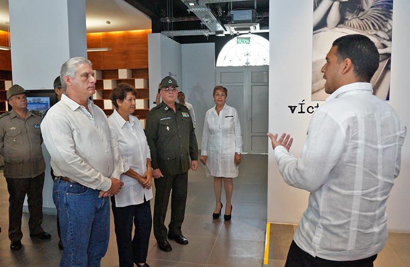Rinden homenaje en Perú a Fidel Castro en su cumpleaños 91