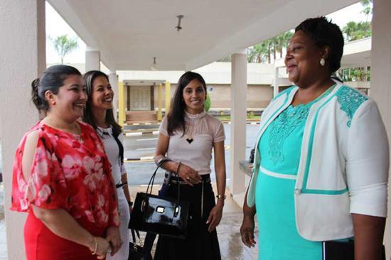 Satisfecha Ministra de Salud de Swazilandia con m�dicos cubanos