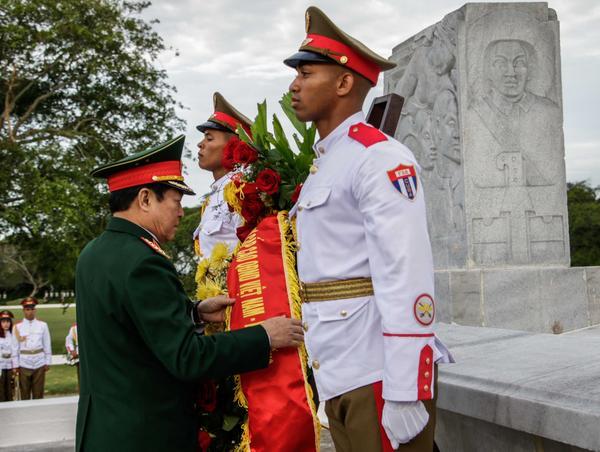 Vietnamese Defense Minister visits Cuba