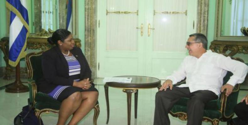 Recibió Ministro interino de Exteriores de Cuba a Canciller de Surinam