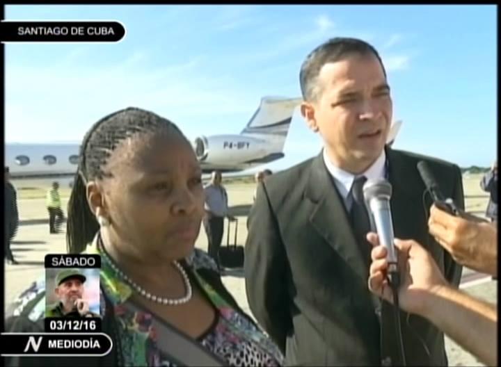 Ministra de Defensa de Sudáfrica, Nosiviwe Mapisa-Nqakula a su llegada al aeropuerto Antonio Maceo de Santiago de Cuba