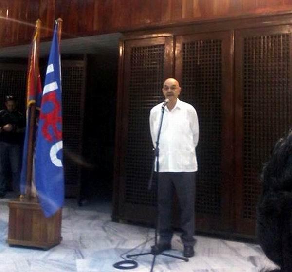 Een el Salón de los Vitrales en la Plaza Antonio Maceo, en Santiago de Cuba, el presidente de la UPEC Antonio Molto Martorell lee Proclama de los periodistas cubanos camino a su X Congreso. Foto tomada del facebook de Angélica Paredes