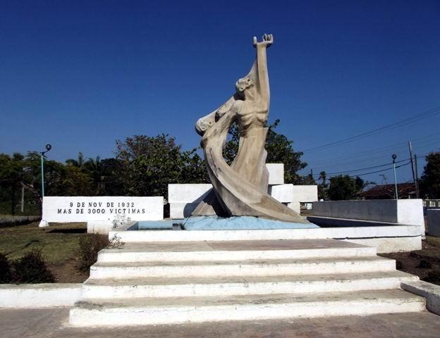 Monumento a las víctimas del ciclón en Santa Cruz del Sur