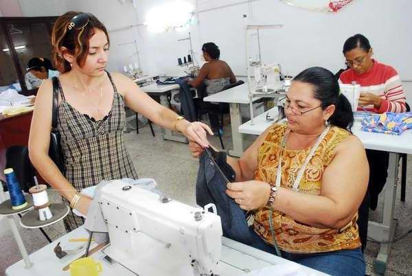 Confecciones Tr�bol en Ciego de �vila incrementa sus producciones