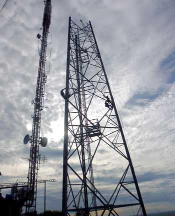 Un torrero que da señal de radio y televisión