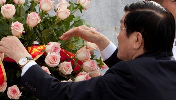 El mandatario vietnamita colocó una ofrenda floral ante el monumento a José Martí, Héroe Nacional de Cuba. Foto: Isamel Francisco