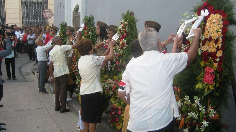 Ofrendas florales de Raúl, el Consejo de Estado y de Ministros, del Pueblo de Cuba y sus familiares a los mártires del 30