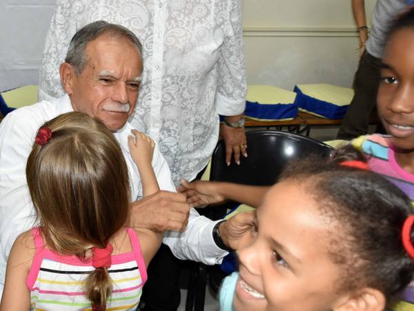 Realiza Oscar López Rivera encuentro con los niños de La Colmenita. Fotos: Karoly Emerson