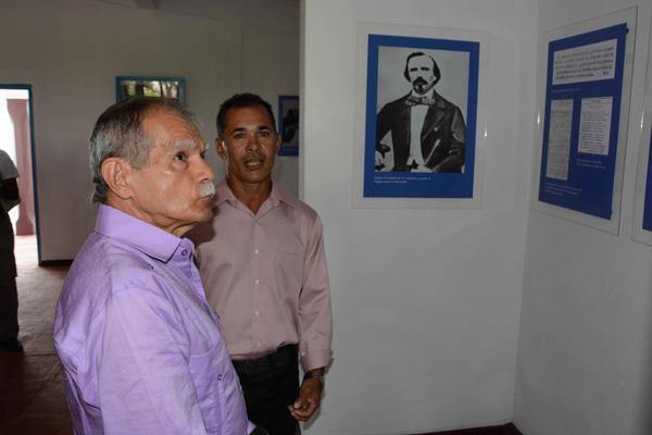 Oscar López Rivera (segundo a la izquierda), líder independentista puertorriqueño, visita la sala expositiva del Parque Museo La Demajagua, Monumento Nacional, otrora ingenio de Carlos Manuel de Céspedes, el Padre de la Patria. Foto: Armando Ernesto Contreras