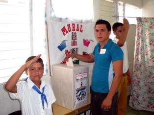 Pablo Antonio del Río Amador ejerce su derecho al voto