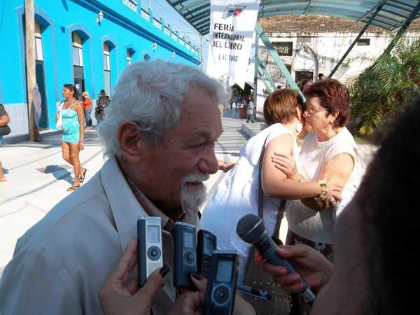 El Premio Nacional de Literatura Pablo Armando Fernández manifestó en Las Tunas que Chávez fundó una patria libre y soberana junto al pueblo venezolano. Foto: Juan Manuel Olivares.
