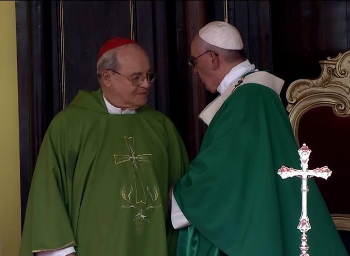 Cardenal Jaime Ortega saluda al Papa Francisco en nombre del pueblo cubano