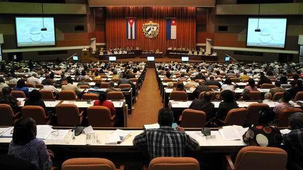 Jóvenes parlamentarios cubanos dialogan con Primer Vicepresidente de los Consejos de Estado y de Ministros, José Ramón Machado Ventura