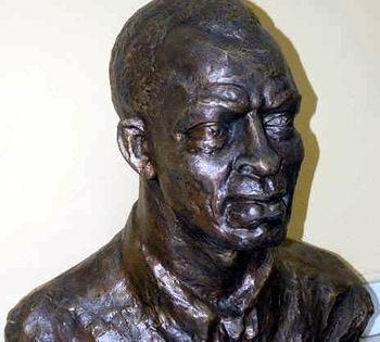 Develan en Santiago de Cuba busto del teniente Pedro Manuel Sarría Tartabull