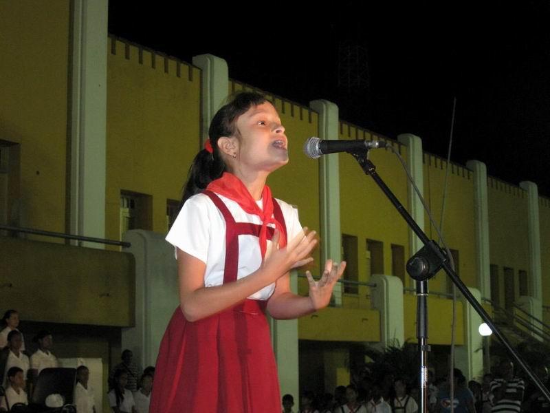 La poesía La Mañana de la Santa Ana del Indio Naborí, era declamada por la pionera Rosalín Maurelo. Foto: Sergio Martínez