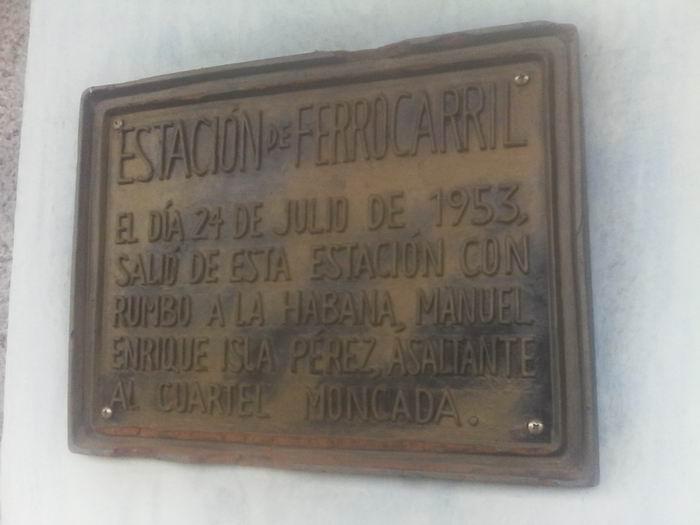 Placa dedicada a Manuel Isla Pérez.