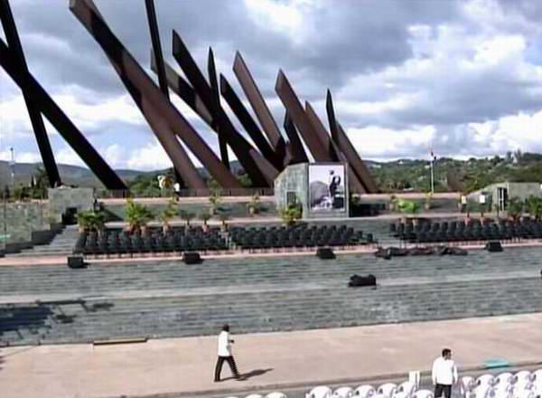 Plaza Antonio Maceo de Santiago de Cuba lista para la celebración del acto de masas en homenaje póstumo a Fidel