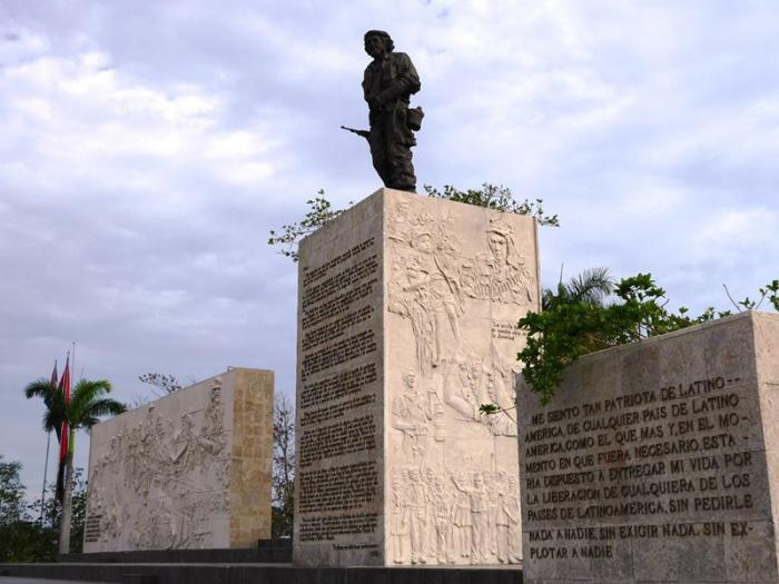 Alistan Plaza del Che para conmemorar aniversario 50 de su desaparición física