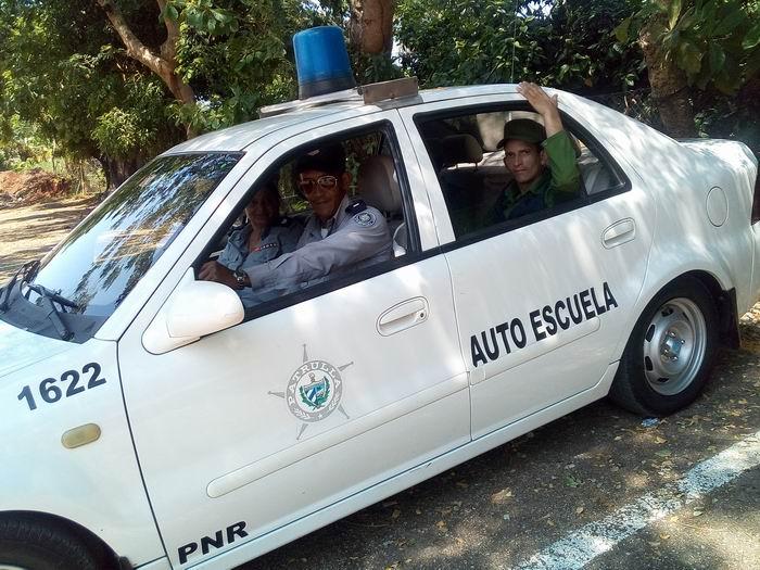 Combatientes de la PNR participan en labores de recuperación en La Habana (+Audio)