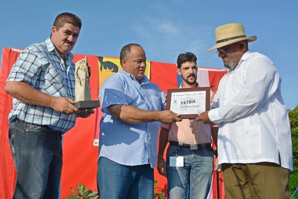 Rinden tributo a José Martí en Dos Ríos
