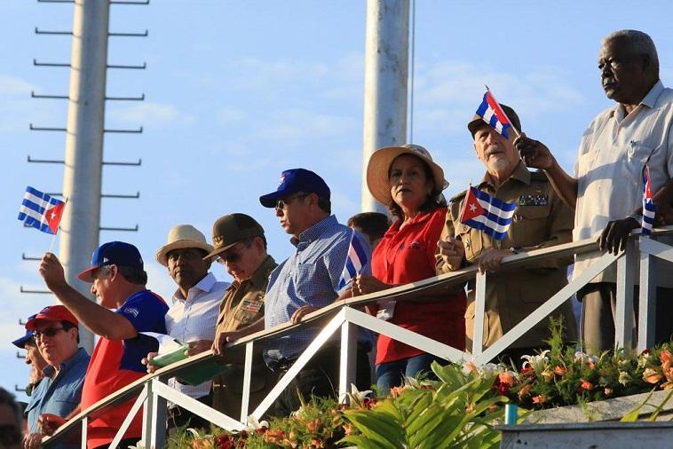 Asiste Raúl Castro al desfile por el 1ro. de mayo en La Habana
