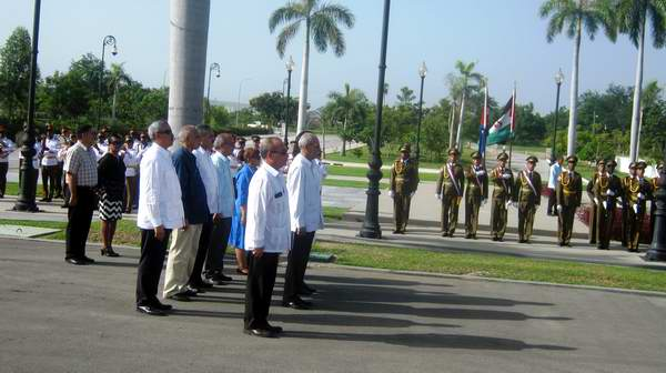 El Presidente Saharaui destacó en el cementerio Santa Ifigenia el respeto y admiración de su pueblo poe Cuba y sus héroes. Foto: Carlos Sanabia