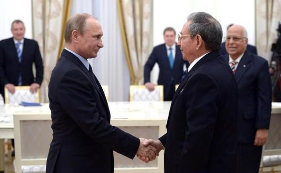 Putin Receives Raul at the Kremlin