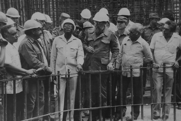 Fidel Castro: La construcción es parte del desarrollo del país (+Audio)