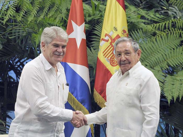 Raul Castro Received Spanish Foreign Minister