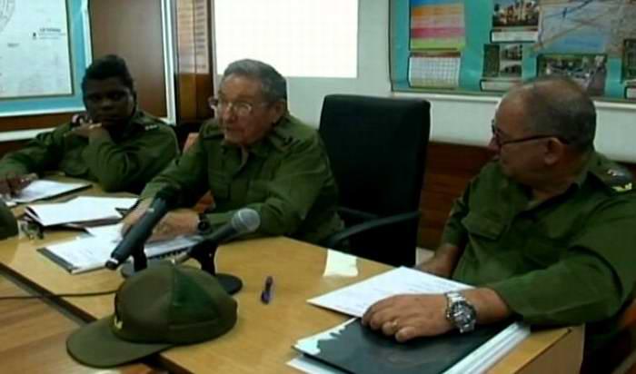 Supervisa Raúl Castro acciones para enfrentar a Matthew. Foto: Tomada de Radio Reloj digital