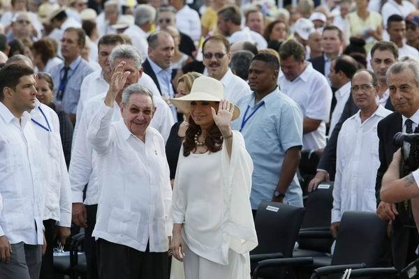 Asisten Raúl Castro y Cristina Fernández a misa del Papa Francisco en La Habana