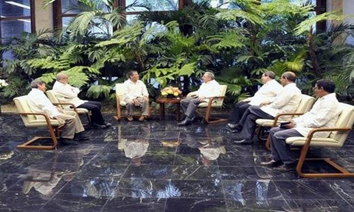 Recibió Raúl Castro a delegación del Ejército de Liberación Nacional de Colombia