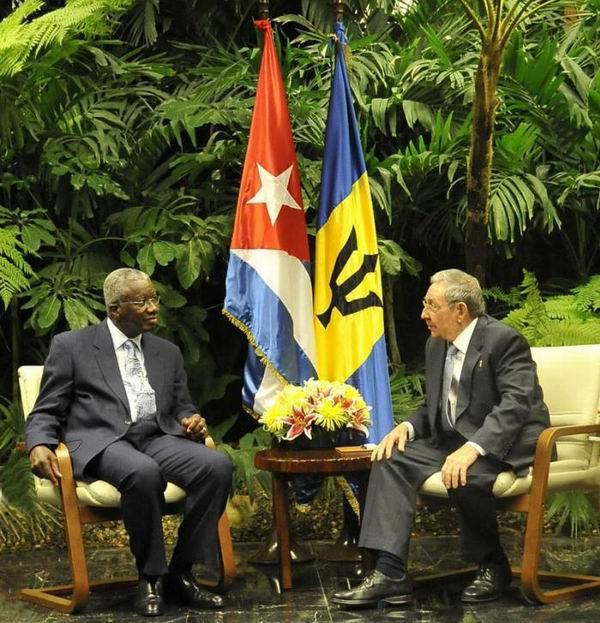 Conversan Raúl Castro y el Primer Ministro de Barbados, el Muy Honorable Freundel Stuart. Foto: Estudio Revolución